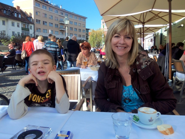 It was heavenly to enjoy a meal at an outdoor cafe along the river in the third week of October!